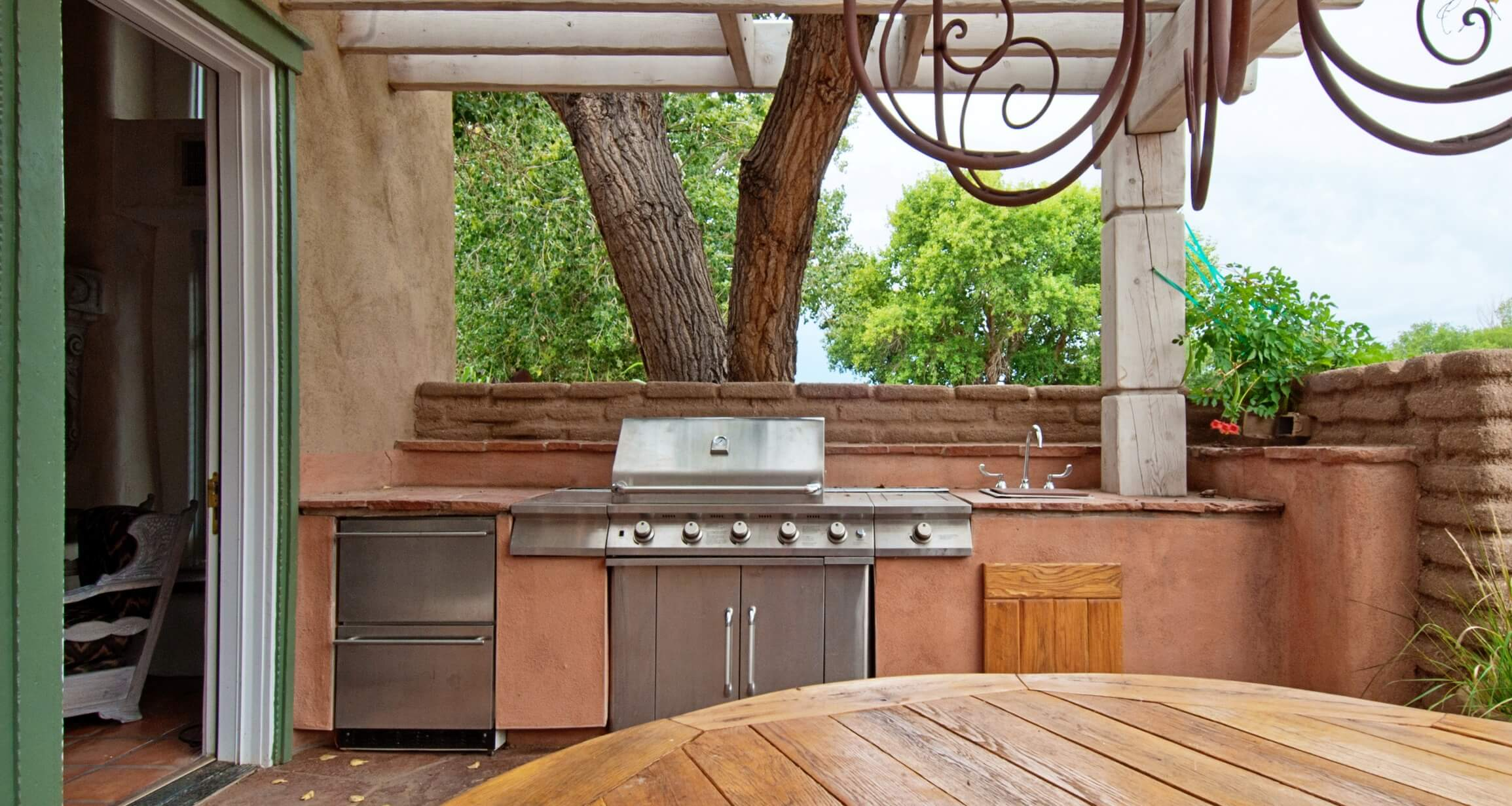 Get Ready For Summer: The Benefits Of Outdoor Kitchens